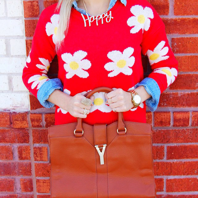 happy-necklace-daisy-sweater-instagram-fashion-blog-vandi-fair-vandigram.jpg